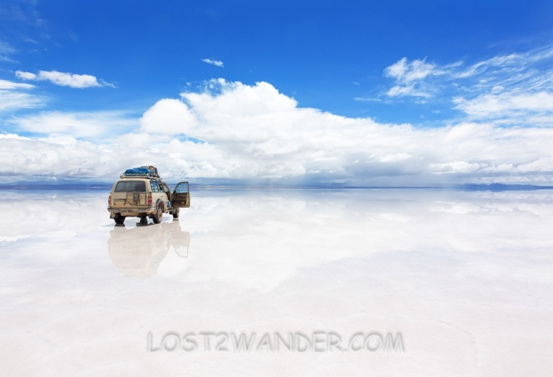 17898565 - vehicle on the reflected surface of salar de uyuni lake in bolivia